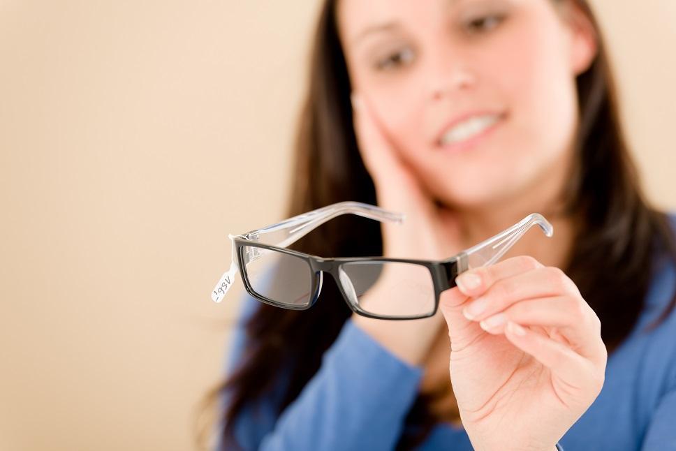 eye exam performed by eye doctor
