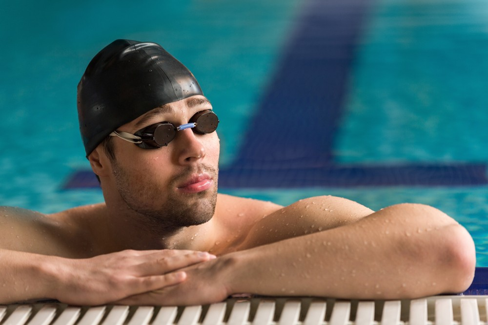 optometrist advises to wear swim goggles when swimming