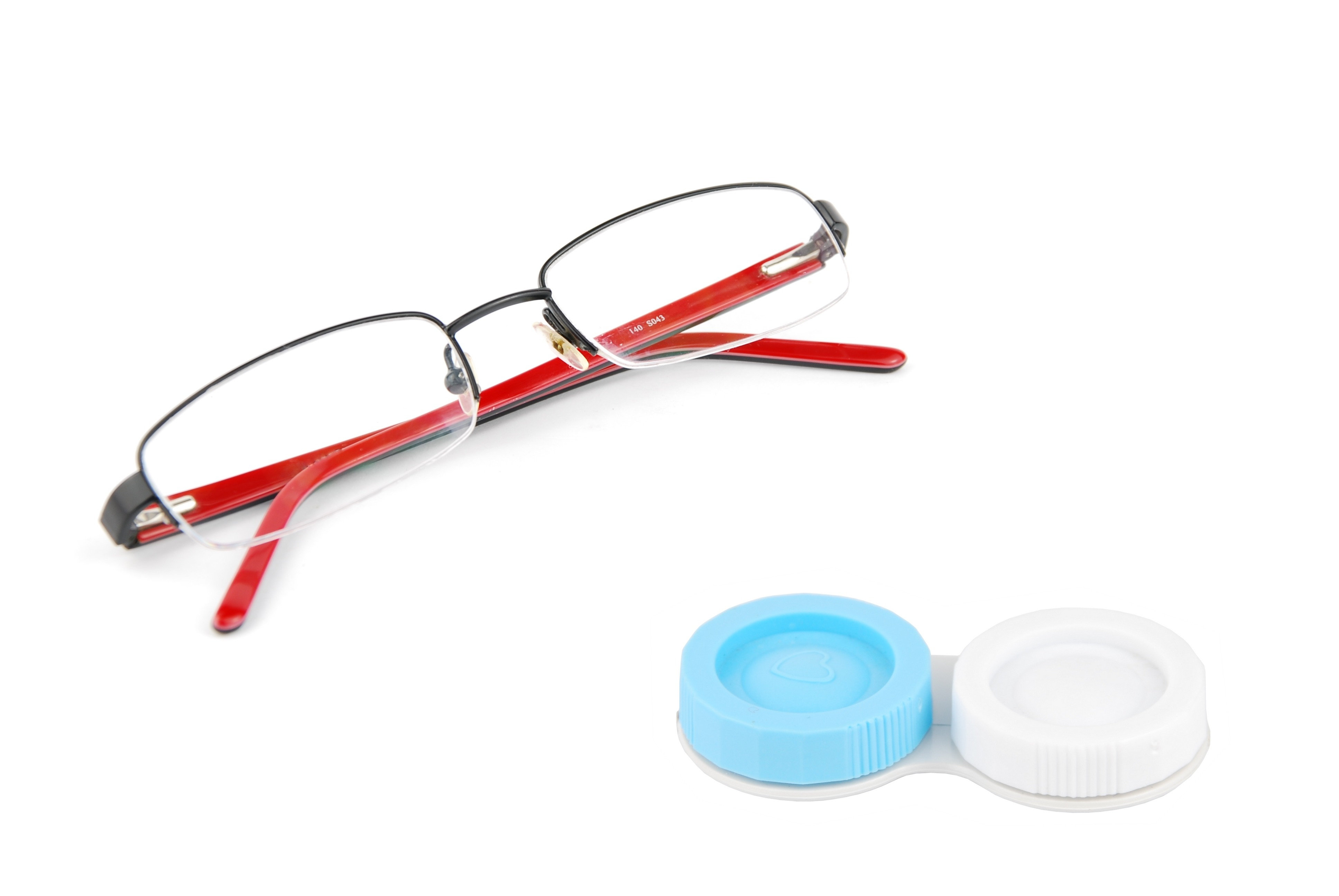safe use of contact lenses compared to eyeglasses